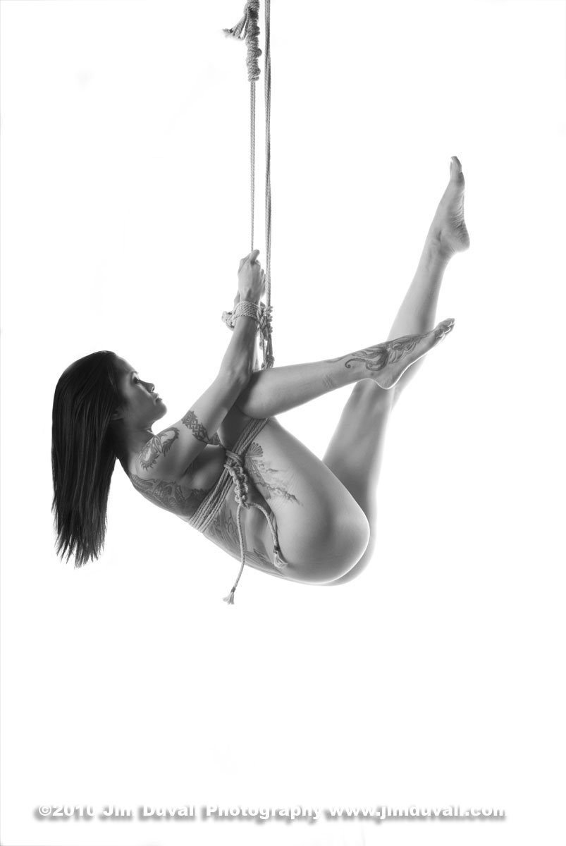 woman tied and playing in ropes model: Raia